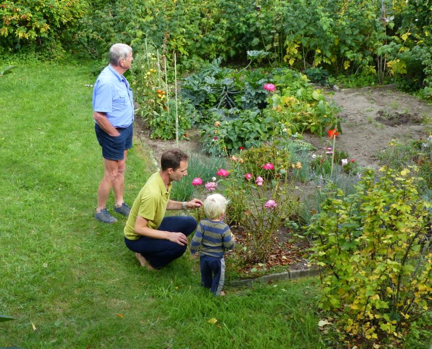 Kinder haben ein natürliches Interesse an der Welt und den Werten ihrer Eltern